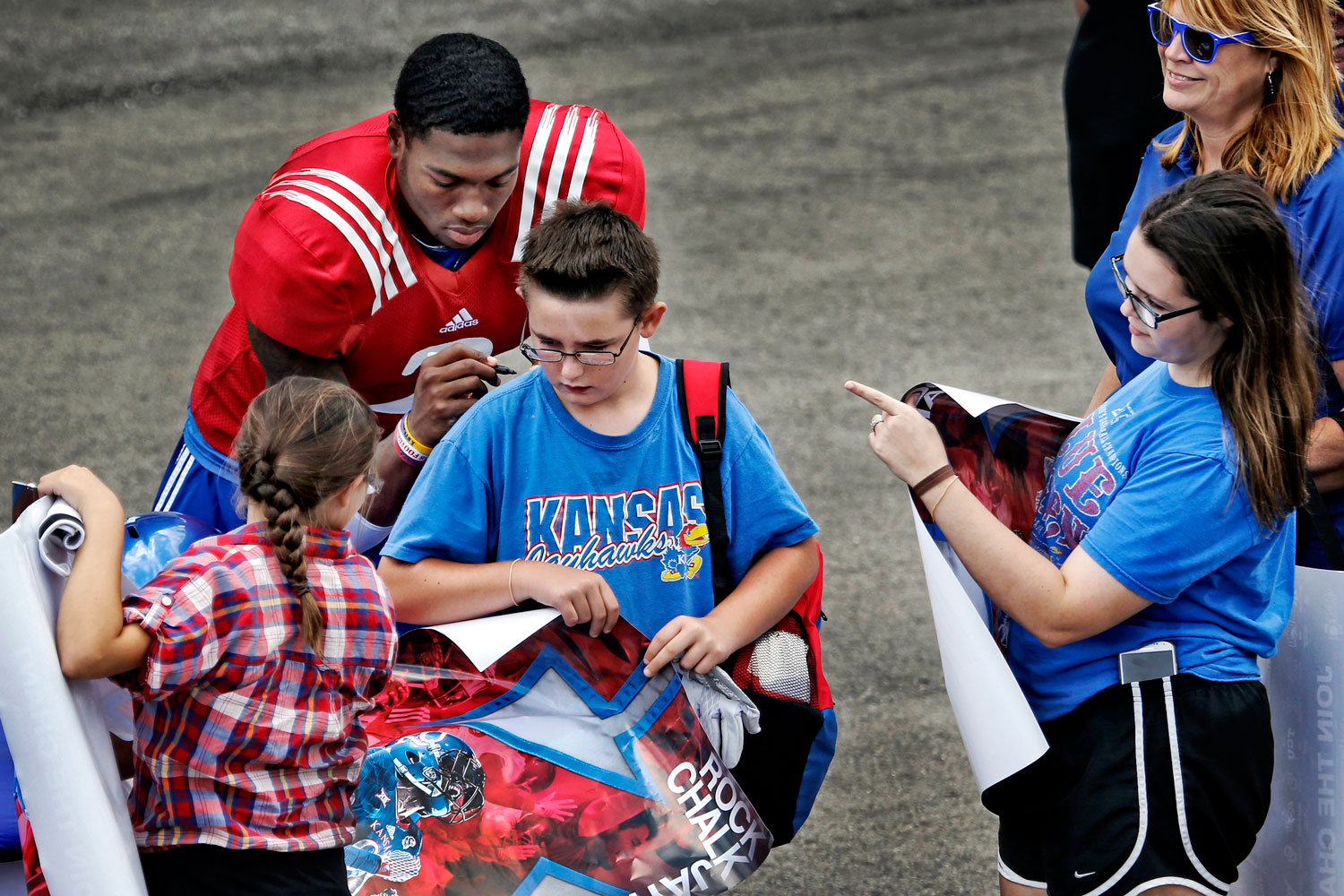 Montell Cozart Signs Autograph